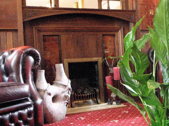 Wimblehurst Hotel: Living Room