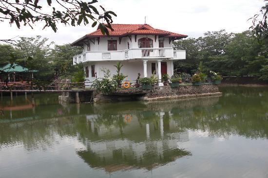 Wet Water Resort: Lake house