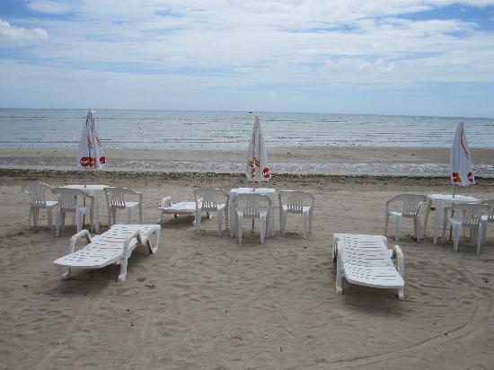 Hotel Puerto Beach: Beach in front of the pousada