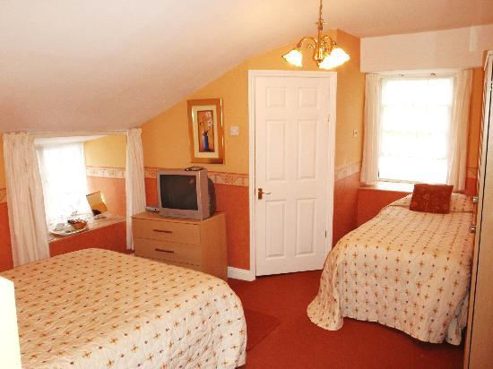 Pack o' Cards Inn: The Coral ensuite Room,