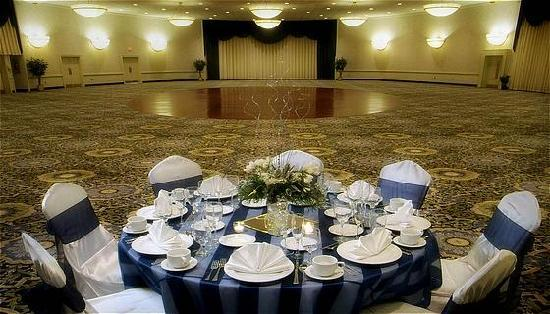 Radisson Hotel Harrisburg: Elegant Weddings