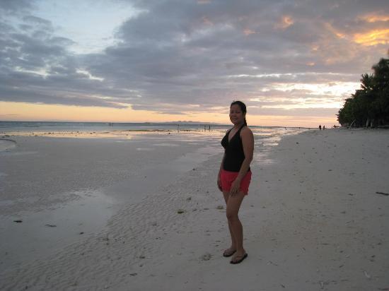 ดุมาลวนบีช รีสอร์ท: Panglao beach during lowtide