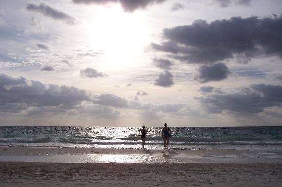 Retiro Maya Villas: early morning swim