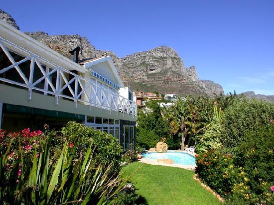 Cape Rose Cottage: Garden and Swimming Pool