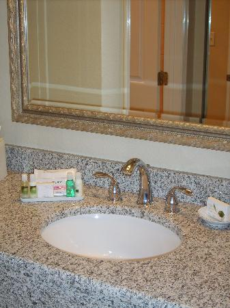 Avenue Inn & Spa: Room 323 Very clean and love the Bath and Body Works Lotion!