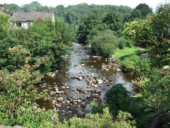 Bridge End Guest House: Veiw from the bridge of the river Doe