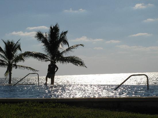 Secrets Silversands Riviera Cancun: Sunset pool & ocean