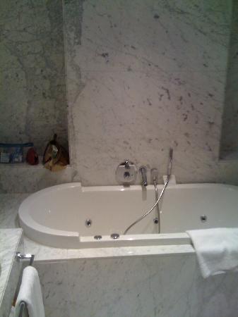 Tomtom Suites: salle de bain avec jacuzi