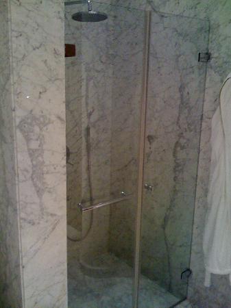 Tomtom Suites: douche