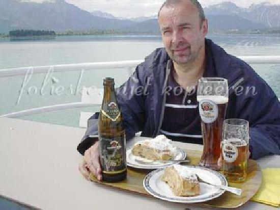 Forggensee: apfelstrudel and beer on board