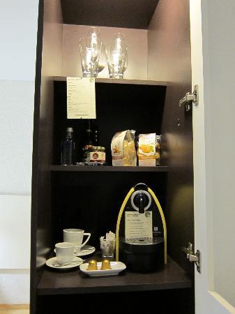 Casa Calma Hotel: Nespresso machine and minibrar