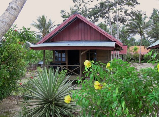 Poso, Indonesien: Our lakeside chalet