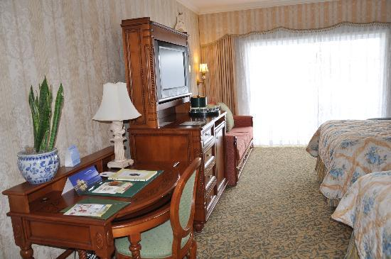 Disney's Grand Floridian Resort & Spa: Bedroom at Grand Floridian; small desks