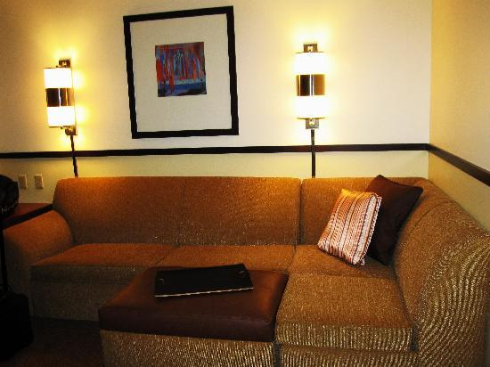SpringHill Suites Birmingham Downtown at UAB: comfy modualr couch