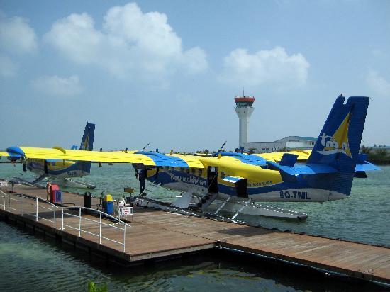 Vakarufalhi Island Resort: Idrovolante che ci ha portato