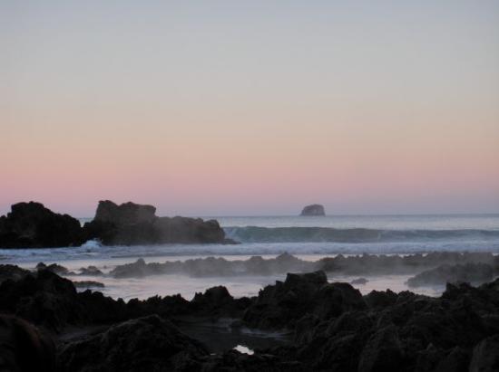 Rotorua, New Zealand: Hot water beach at sunset