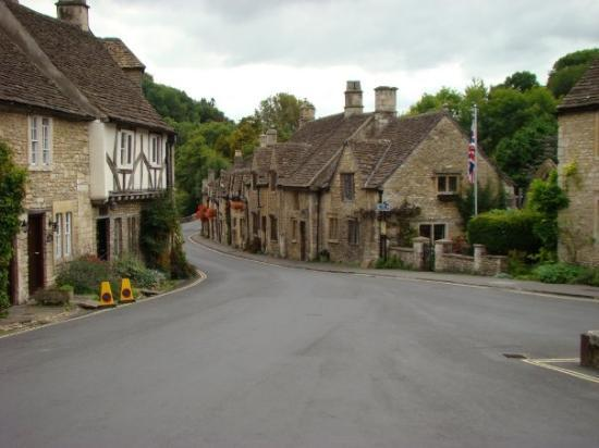 Castle Combe voted the prettiest village in England