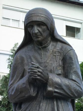 This is the Statue of Mother Theresa which stands in Struga.  She was born in Skopje which is th