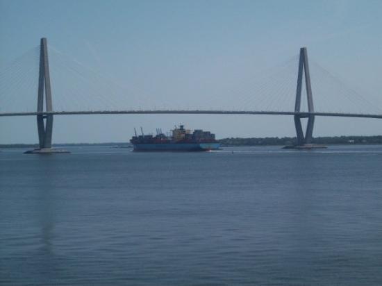 South Carolina Aquarium: Boat going under the Arther Ravenel Bridge