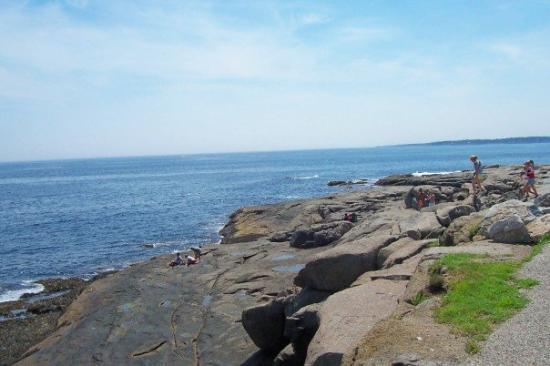 York Beach, ME: Nice view of the Ocean.  Folks were perched on the rocks all over the place...just looking out a