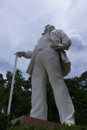 Huntsville, TX: This would be the world's tallest statue of an American Patriot: General Sam Houston.