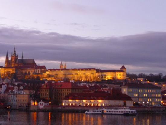 Praha Slott: Vista da ponte Charles, para a Catedral!
