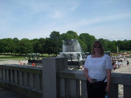 Vigelandmuseet: Me at Vigelands Park again...It was such a hot day that day!