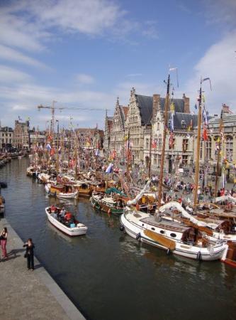 กราสเลและโคเรนไล: Sailboats along the Graslei, Ghent
