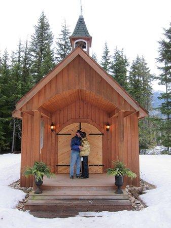 Mulvehill Creek Wilderness Inn and Wedding Chapel: Chapel