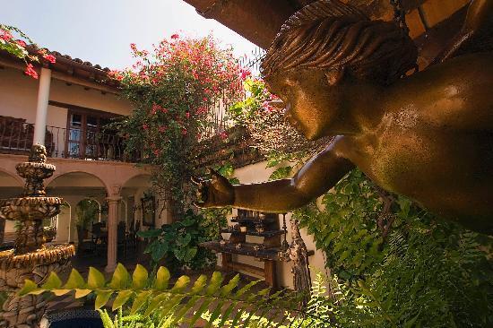 Hacienda San Angel : Beautiful Courtyard & Gardens Throughout.