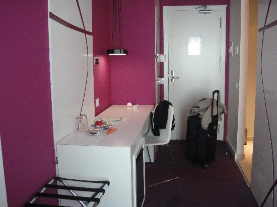 Room Mate Emma: Entrada en la habitación