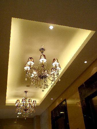 Joy Nostalg Manila Managed by AccorHotels: lift lobby
