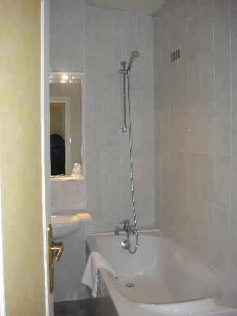 Prince Hotel: Baño