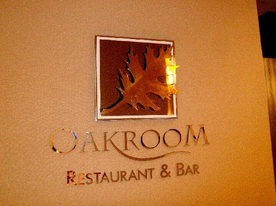Oakwood Premier Joy - Nostalg Center Manila: oakroom restaurant and bar