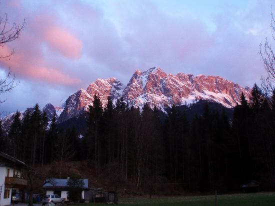 Grainau, Jerman: Sun setting on Zugspitze