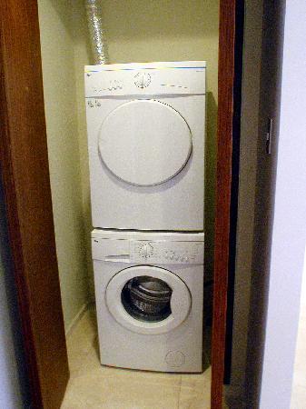 Oakwood Premier Joy - Nostalg Center Manila: washing machine and dryer
