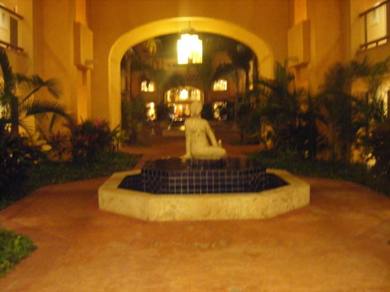 Barcelo Maya Beach: One of the courtyards at the resort