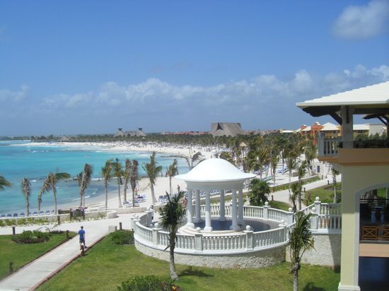 Barcelo Maya Beach: Over looking some of the resort,, just beautiful!