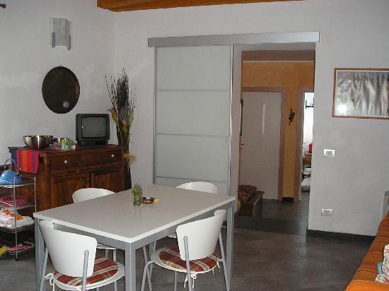 Cademandin Apartments: Dining/living area - apartment 4