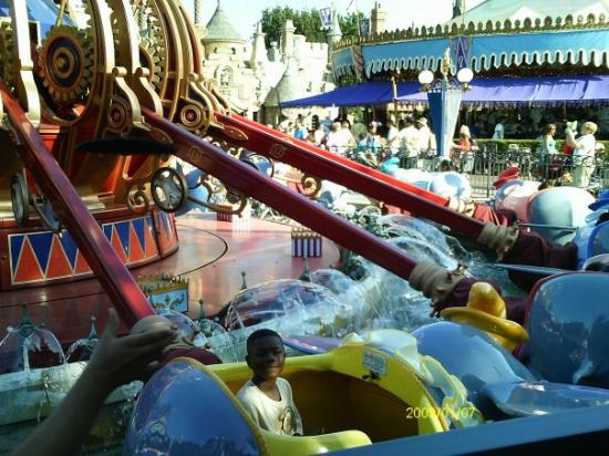 Disneyland Park: Jaelen on Dumbo ride
