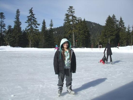 Grouse Mountain: Skatin on the top of the mountain- It was 0 degrees up here yet 50 down in the city!!!