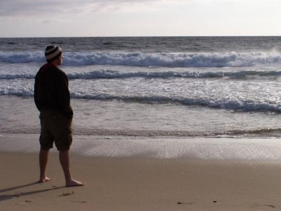 Dana Point, Californie : Brett looking out to sea at Monarch Coast Beach, CA.