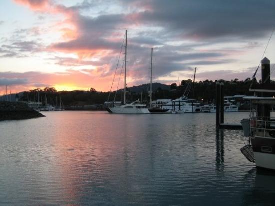 Airlie Beach, Australia: Sunrise over Abel Point Marina