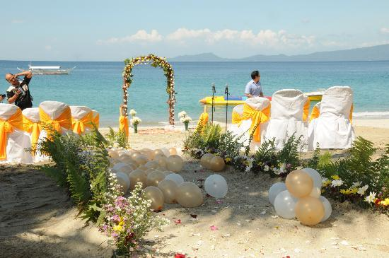 DreamWave Hotel : Our wedding at dreamwave - Beachfront (where we said our vows)