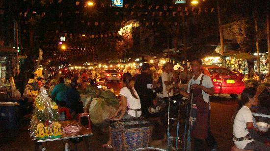 Grasshopper Adventures: Flower Market