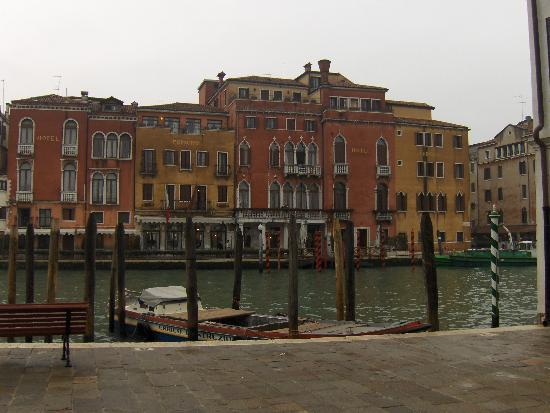 Hotel Canal Grande : vue du campio de l'hotel