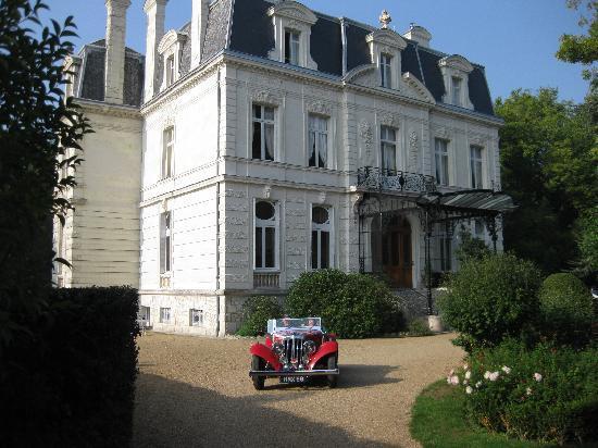 Chateau De Verrieres: Aston Martin à Verrieres