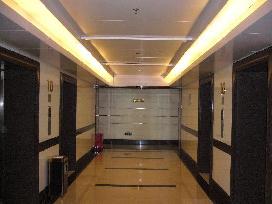 深セン羅湖ビジネスセンターマンションホテル, 10階のエレベータ乗り場