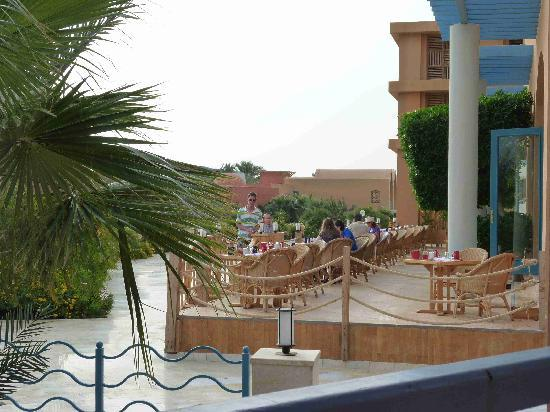 Sheraton Miramar Resort El Gouna: Part of the area for breakfast etc.