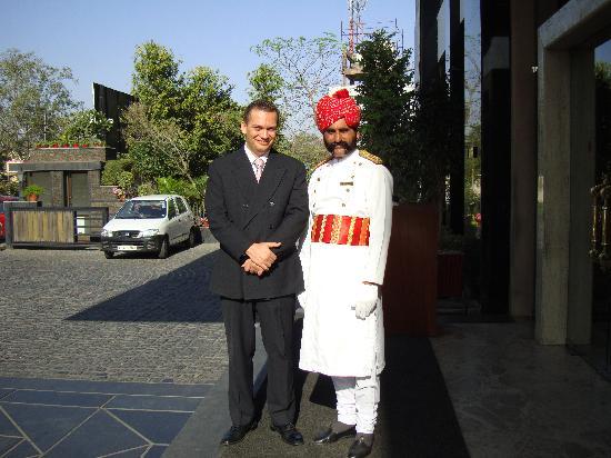 Park Prime Hotel Jaipur: En la entrada principal